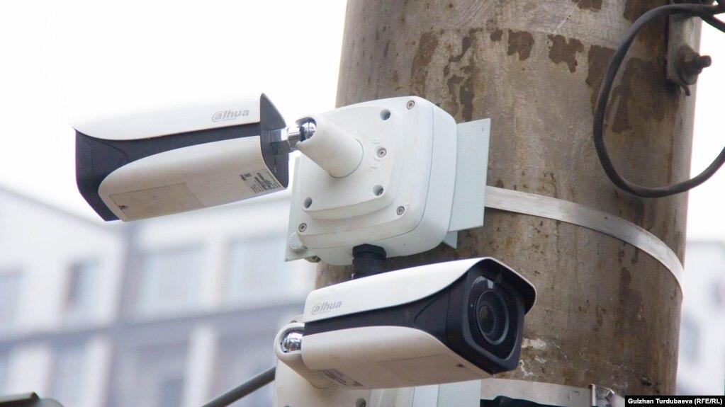Жол кыймылынын коопсуздугун көзөмөлдөгөн камера, Бишкек шаары.