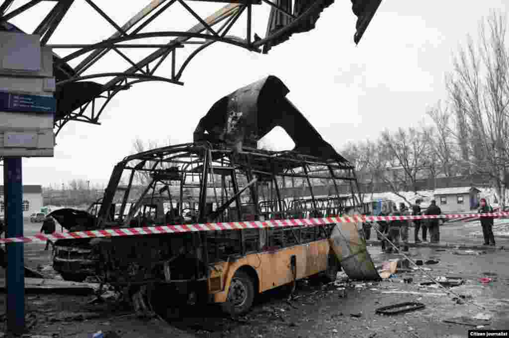 Donetsk, Ukrain. An artyllery shalling hit a bas station, four people were killed, five were injured.