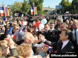 Armenia - French President Nicolas Sarkozy shakes hands with those greeting him in France Square of the Armenian capital, Yerevan,07Oct,2011