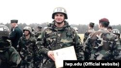 Пітер Деббінз під час служби в армії США
