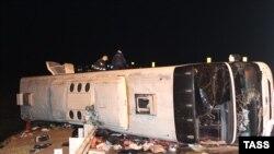 Россия -- На месте ДТП с участием пассажирского автобуса, следовавшего из Москвы в Ереван, Тульская область, 3 ноября 2015 г