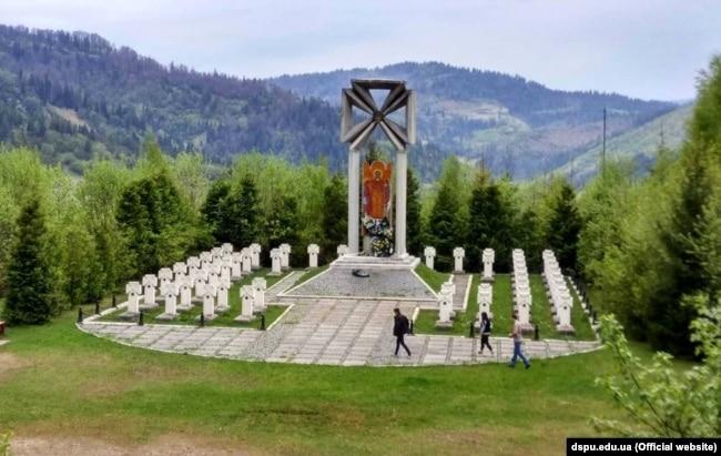 Меморiал воякам УСС на горi Макiвка