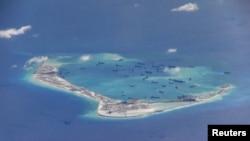 Китайские корабли у спорных островов Спратли
