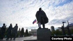 Ксения Сухоруких на площади Ленина в Новосибирске