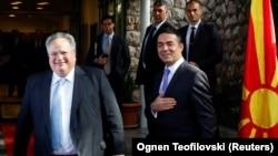 Архивска фотографија - Прес-конференција на министрите за надворешни работи на Грција и на Македонија, Никос Коѕијас и Никола Димитров во Охрид - 12 април 2018