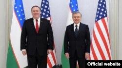 Президент Узбекистана Шавкат Мирзияев (справа) и госсекретарь США Майкл Помпео. Ташкент, 3 февраля 2020 года.