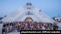 Піраміда PlayAlchemist є місцем зібрання та місцем презентації арт-мистецтва