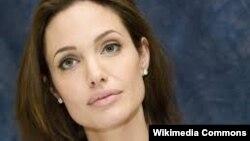 Голливудская актриса Анджелина Джоли.