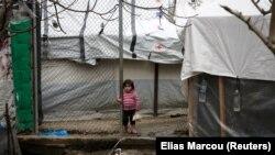 Ребенок в лагере Мориа на острове Лесбос, 9 марта 2020 года.