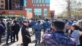 Polisiýa protestleriň öňüni alýar, Astana, 10-njy maý, 2018