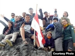 На вяршыні вулькану Мерапі ў Інданэзіі
