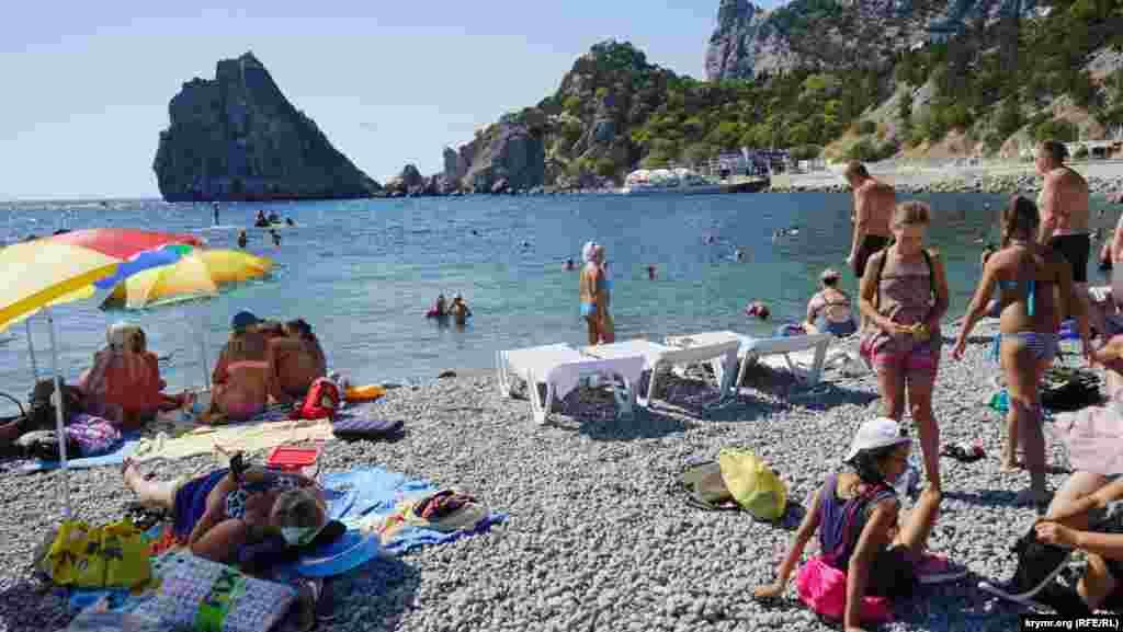 На цьому пляжі Сімеїза сміливо можна купатися