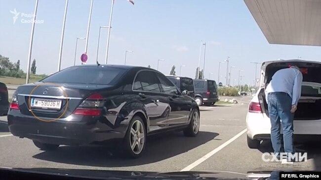 Журналісти помітили біля VIP-терміналу віденського аеропорту Мерседес, яким користується Фірташ