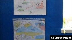 Украінскія дзеці дасылаюць малюнкі байцам, якія абараняюць Марыюпаль