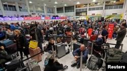 Пассажиры в аэропорту Гатвик