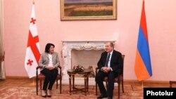 Во время встречи Зурабишвили и Саркисян обсудили углубление торгово-экономических связей