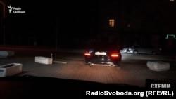 «Мерседес» Ахметова виїжджає з воріт Адміністрації президента, 23 березня 2016
