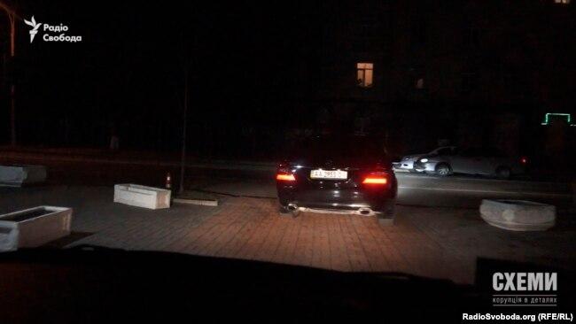 Того ж вечора кортеж Ахметова відвідав і Адміністрацію президента