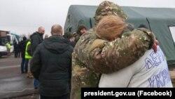 Первые освобожденные на КПВВ «Майорское». 29 декабря 2019 года