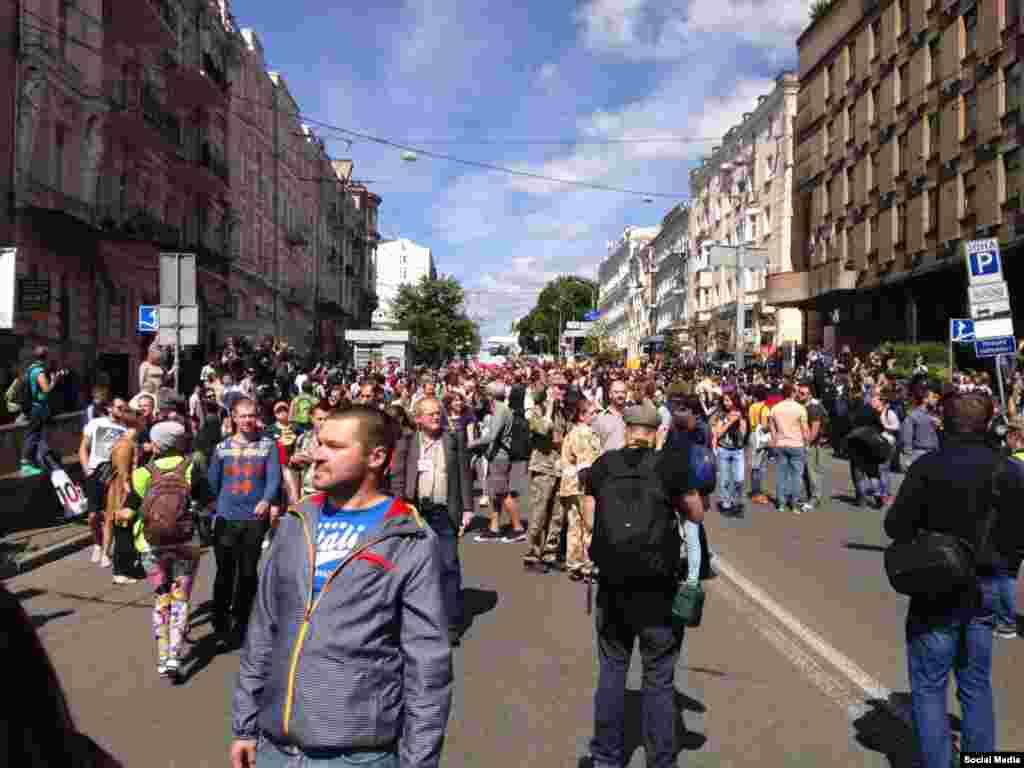"""В общей сложности """"Марш равенства - 2016"""" продолжался около получаса."""