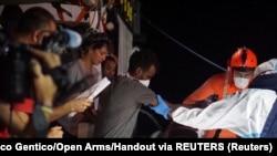جزیره لامپدوسا یکی از اصلیترین نقاط ورود مهاجران غیرقانونی به اروپاست