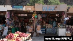 Uzbekistan - a little bazaar between Tashkent and Ferghana valley