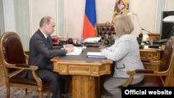 Россия. Элла Памфилова и Владимир Путин. Москва, Кремль, 06.05.2015