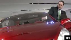 В Детройт на своем авто. Бывший начальник Арканзаса проводит самую яркую кампанию этого президентского цикла