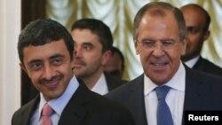 شیخ عبدالله بن زاید آل نهیان (چپ) وزیر امور خارجه امارات همراه با سرگئی لاوروف، همتای روس خود.