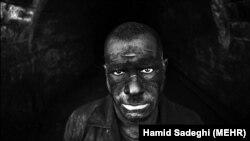 روزنامه ایران در گزارش خود از یک معدن در آلاشت نوشت که شش ماه حقوق کارگران آن پرداخت نشده است. (تصویر، آرشیوی است).