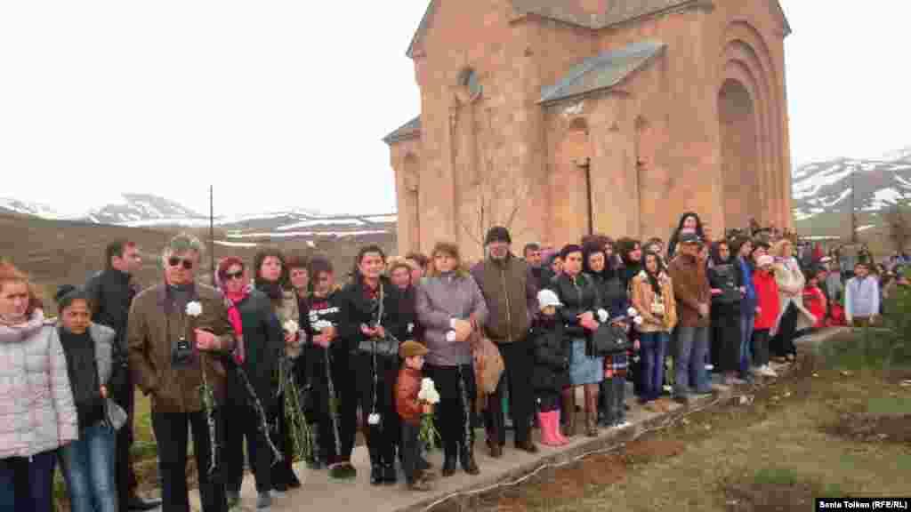 Жители города Джермук собрались у церкви Святой Гаянэ, что была построена на окраине города в 2010 году.