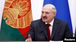 Аляксандар Лукашэнка выступае пасьля пасяджэньня Вышэйшага дзяржаўнага савету саюзнай дзяржавы