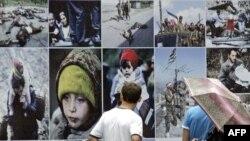Gürcüstan-Rusiya müharibəsinə həsr olunmuş stend, Tbilisi, 7 avqust 2009
