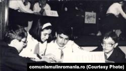 """Concurs pionieresc la Muzeul de istorie RSR: Cinste înaintașilor, omagiu contemporanilor.""""(1980) Sursa: comunismulinromania.ro (MNIR)"""