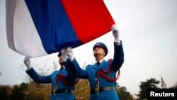 Sa jarbola visokog 120 metara vijoriće se srpska zastava dimenzija 20x30 metara