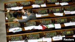 Депутати під час засідання Верховної Ради. 16 лютого 2016 року
