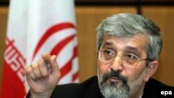 نامه جمهوری اسلامی ایران توسط علی اصغر سلطانیه، نماینده ایران در آژانس بین المللی انرژی اتمی، نوشته شده است.