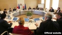 Объединенное заседание двух парламентских комитетов, судя по всему, стало ответом на попытку парламентской оппозиции завтра провести заседание парламента в Кутаиси