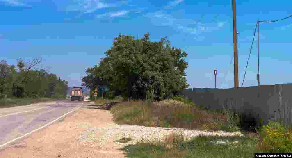 ...і автодорогою «Бахчисарай– Ялта», що з'єднується зі споруджуваною трасою «Таврида»