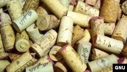Цельная пробка длиной в 54 миллиметра стоит 1,5 евро и идет на закупорку лишь выдержанных дорогих вин