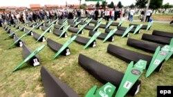 Brčko, 14. jun 2008: sahrana 47 bosanskih Muslimana ubijenih od strane bosanskih Srba tokom rata 1992-1995.