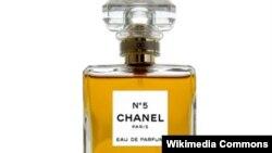 Bočica parfema Chanel 5