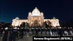 Protesti u Beogradu: Demonstranti, oklopna vozila i žandarmerija
