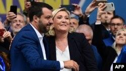 Салвини со лидерката на француската крајна десница Ле Пен.