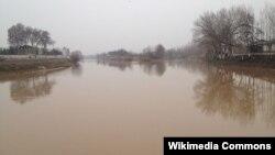 Большой Ферганский канал в Андижанской области.
