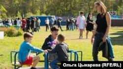 Мари Петит с детьми и свекровью. Приморский край