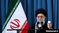 آیتالله خامنهای میگویدآمریکا با ایرانهراسی مانع از برقراری معامله با ایران میشود.سخنی که پیشتر نیزاز زبان او شنیده شده بود