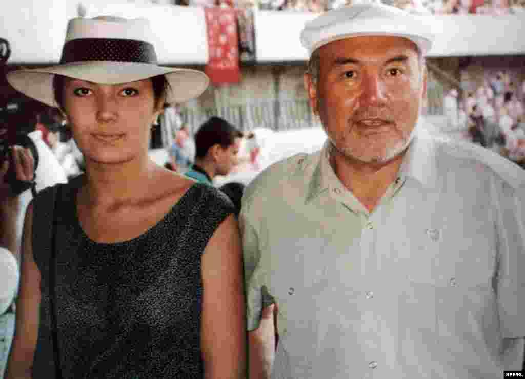 Қазақстан президенті Нұрсұлтан Назарбаев қызы Әлиямен демалыс кезінде.