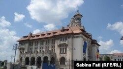 Constanta 2016: muzeul de istorie, cladirea a fost începută în 1911 și s-a terminat zece ani mai târziu. Cladirea, în stil brâncovenesc, a funcționat ca primarie până în 1977
