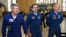 В составе экипажа - россиянин Павел Виноградов, американец Джеффри Уильямс и первый бразильский космонавт Маркус Понтес